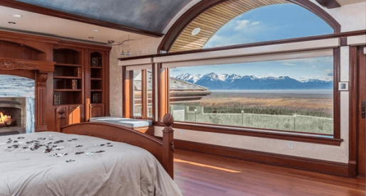 10 Amazing Homes for Sale Close to the North Pole