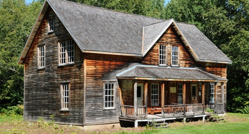 The Charming and Cozy Cottage-Style Homes of Canada!