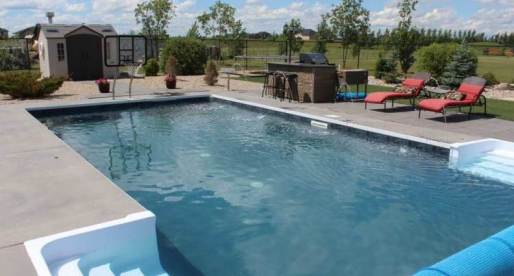 5 Canadian Properties for Sale with Fantastic Outdoor Swimming Pools