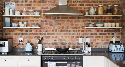 Pros & Cons of Open Shelves in Kitchens